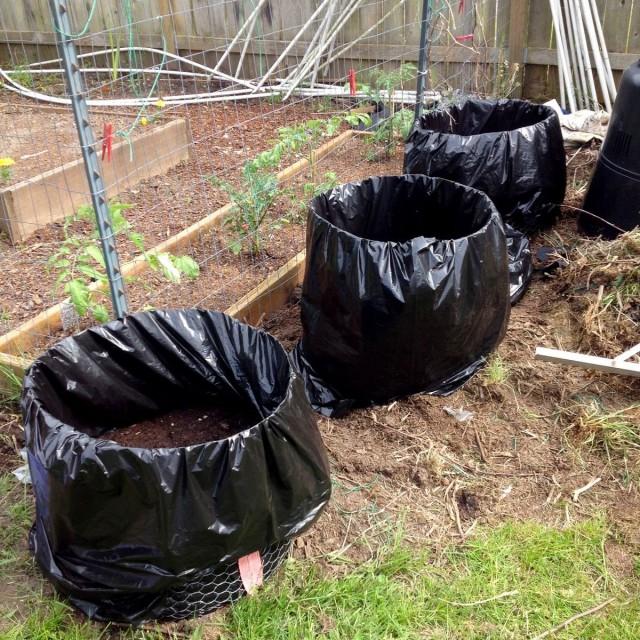 Для приготовления быстрого компоста нужны емкости, которые легко можно переносить с места на место
