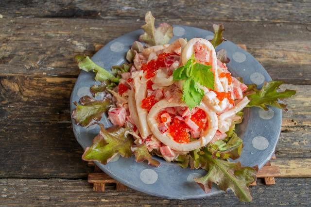 Украшаем салат «Красное море»
