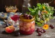 Сочные персики в виноградном соке на зиму