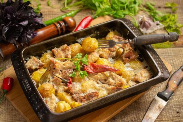 Нежное варёное мясо, запеченное с картошкой