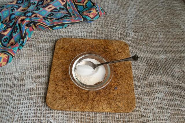 Немного сахарного песка смешиваем с пектиновым порошком
