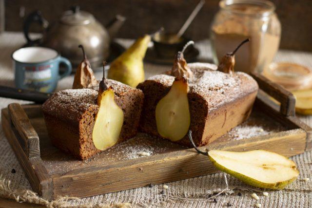Шоколадный пирог с грушами — просто и эффектно