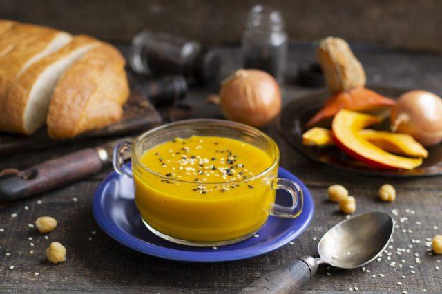 Согревающий крем-суп из тыквы с нутом