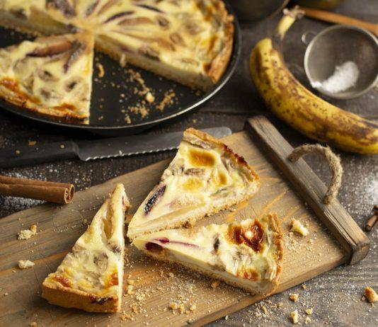 Вкусный заливной пирог с фруктами