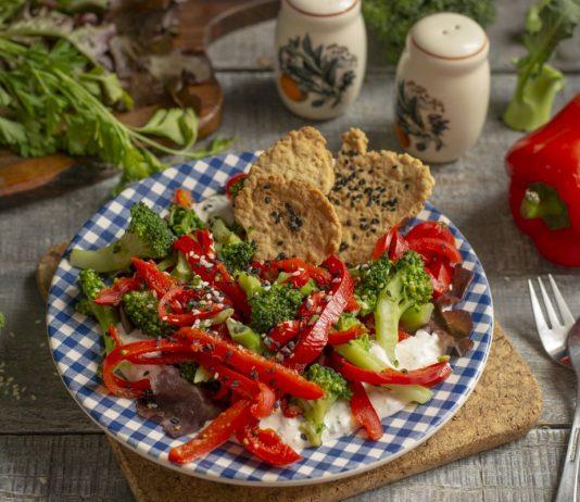 Полезный салат из брокколи с перцем