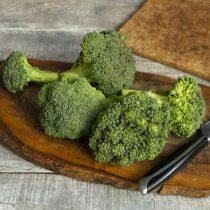 Берем свежую или замороженную капусту брокколи