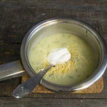 Добавляем крем-фреш или жирные сливки