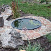 Кирпичное обрамление позволяет с лёгкостью обслуживать водоём, а не топтаться по грязи