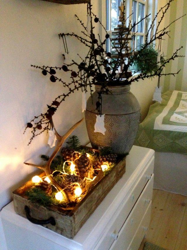 Деревянный поднос с новогодним декором