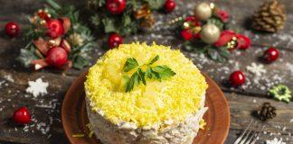 Новогодний салат с курицей и ананасом