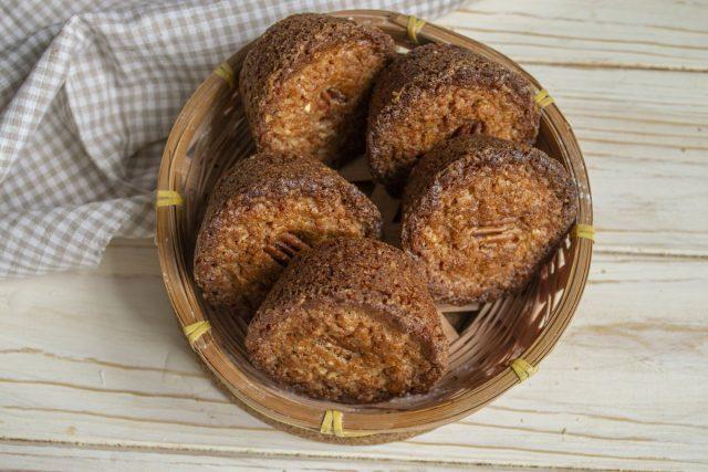 Праздничные маффины с пеканом и тростниковым сахаром готовы