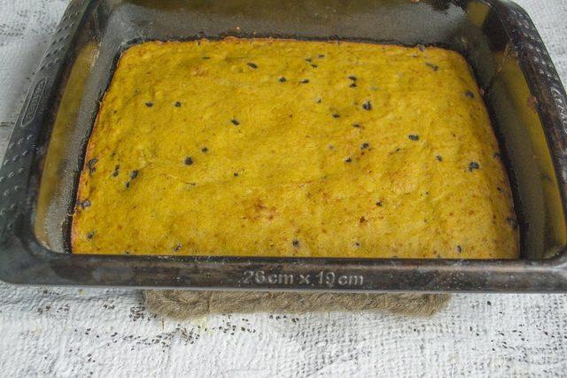 Печём пирог примерно 30 минут