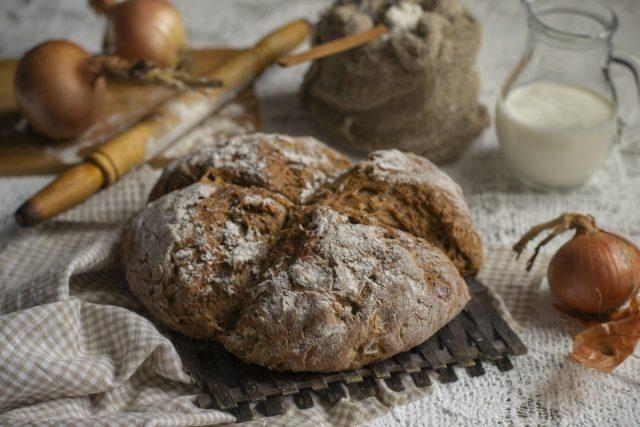 Содовый хлеб с луком в духовке — мечта дачника