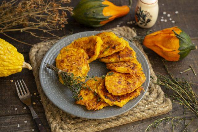 Яркие оладьи из тыквы со сливочным творожным сыром