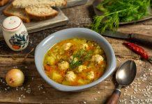 Куриный суп с рисом и фрикадельками на домашнем бульоне
