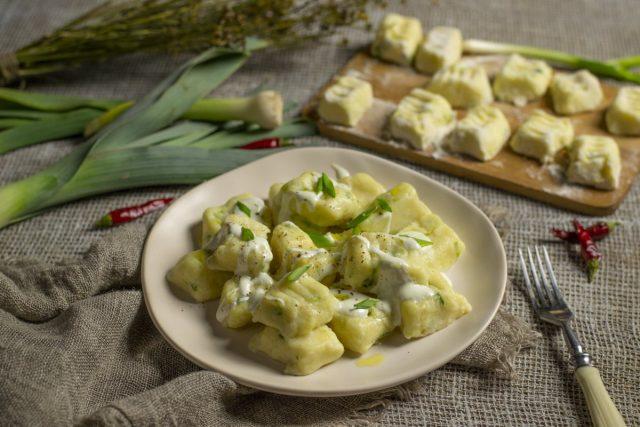 Ленивые вареники с картошкой, творогом и луком