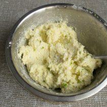Перемешиваем тесто для ленивых вареников ещё несколько минут