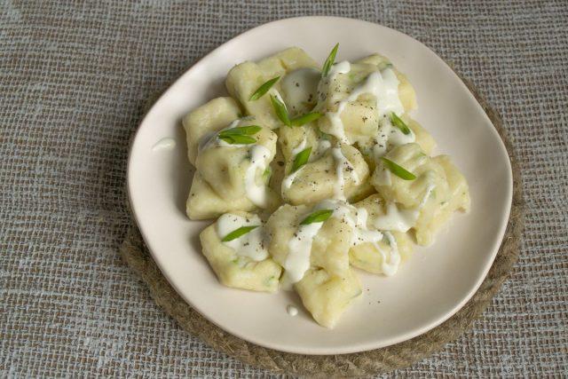 Ленивые вареники с картошкой, творогом и луком готовы