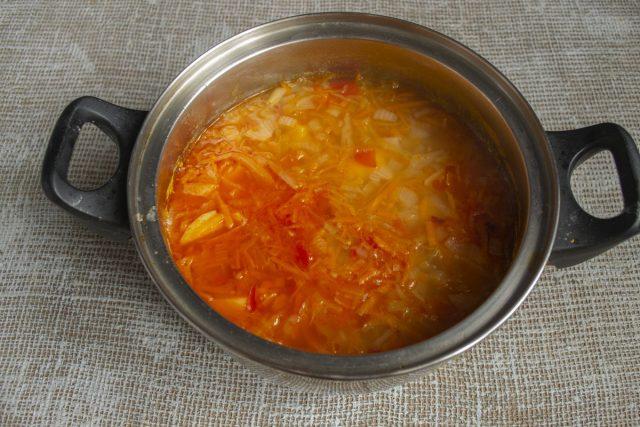 Выключаем огонь, оставляем готовый суп примерно на 20 минут, укутав полотенцем