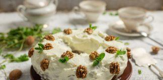 Простой морковный торт с грецкими орехами