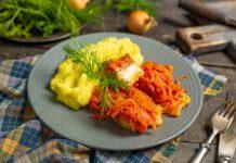 Рыба под маринадом из моркови и лука с картофельным пюре