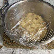 Ставим тесто в тёплое место на 50-60 минут
