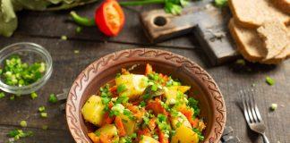 Тушеный картофель с морковью и луком — просто и вкусно