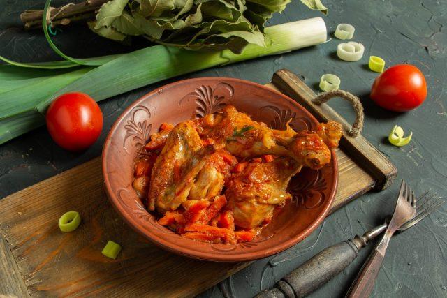 Ароматное чахохбили из курицы с томатной пастой