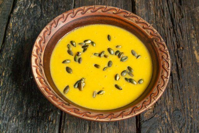 Постный рыбный суп с чечевицей готов