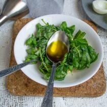 Добавляем столовую ложку оливкового масла