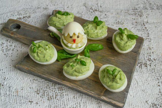 Фаршированные яйца для пасхального стола готовы