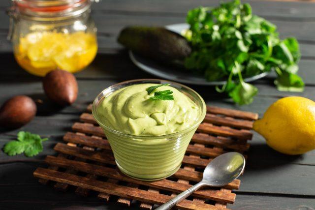 Густой соус-крем гуакамоле с авокадо и сметаной