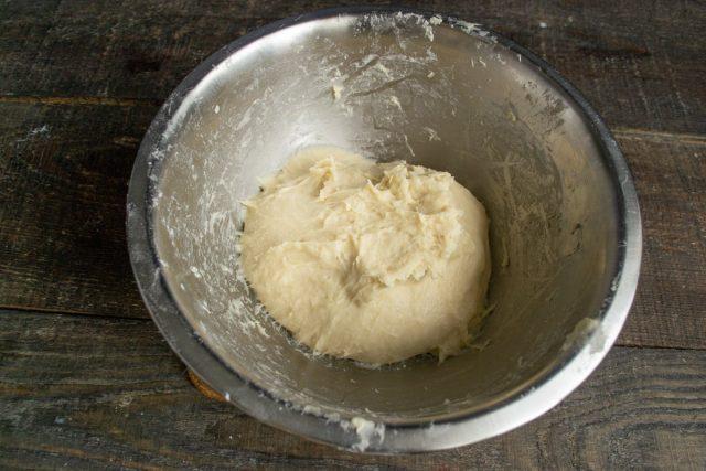 Вымешиваем тесто 5-7 минут