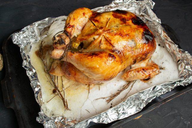Достаём цыплёнка из духовки