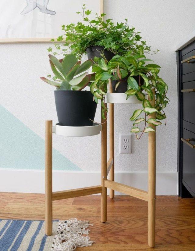 В выборе подставок для растений стоит отталкиваться от стиля интерьера и использованных в нем материалов