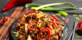 Тёплый салат с курицей в восточном стиле