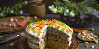 Домашний торт с маком, фисташками и сухофруктами