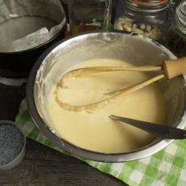 Оставляем тесто на 15 минут. Подготавливаем наполнители для бисквитов и нагреваем духовку