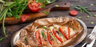 Куриное филе в стиле «Капрезе» с томатами и моцареллой