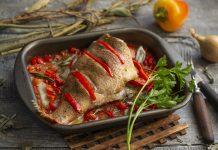 Морской окунь, запеченный в духовке с овощами