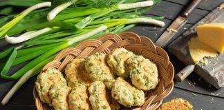 Сырное печенье с луком и укропом на завтрак