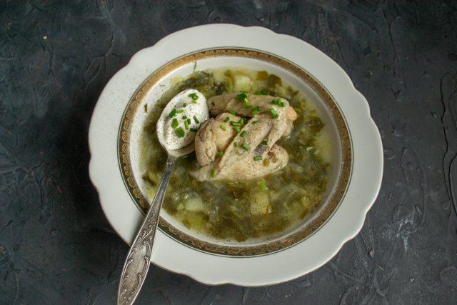Щавелевый суп с курицей готов