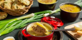 Домашний паштет из говяжьей печени со сливочным маслом