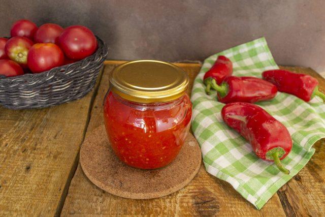 Готовую универсальную томатную заправку для первых блюд пастеризуем