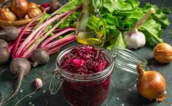 Вкусный салат из свёклы с чесноком и луком на зиму