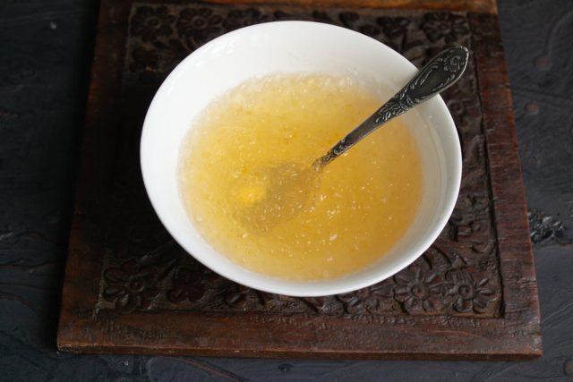 Порошковый желатин заливаем холодной водой
