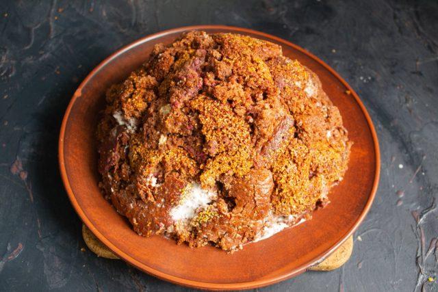 Придаём готовому торту форму купола или муравейника