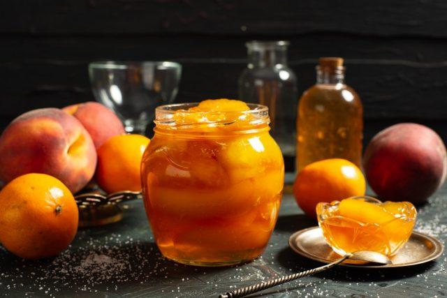 Янтарное варенье из персиков дольками