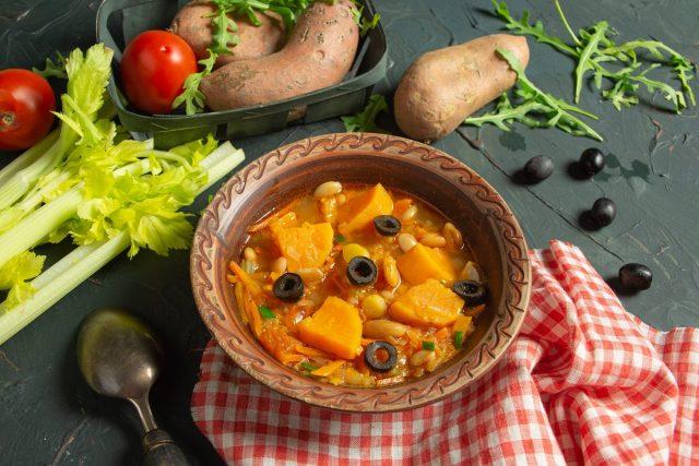 Минестроне с бататом и фасолью — овощной итальянский суп