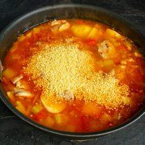 Варим суп, за 15 минут до готовности добавляем кускус, солим